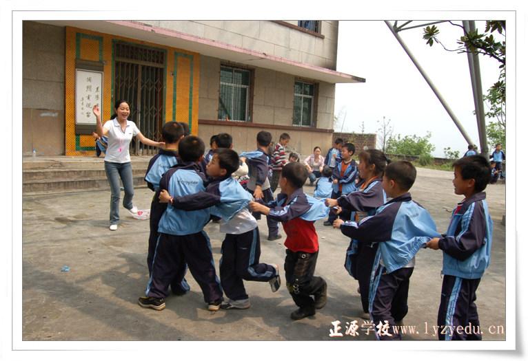 小学部四年级春游--老鹰抓小鸡游戏-正源学校