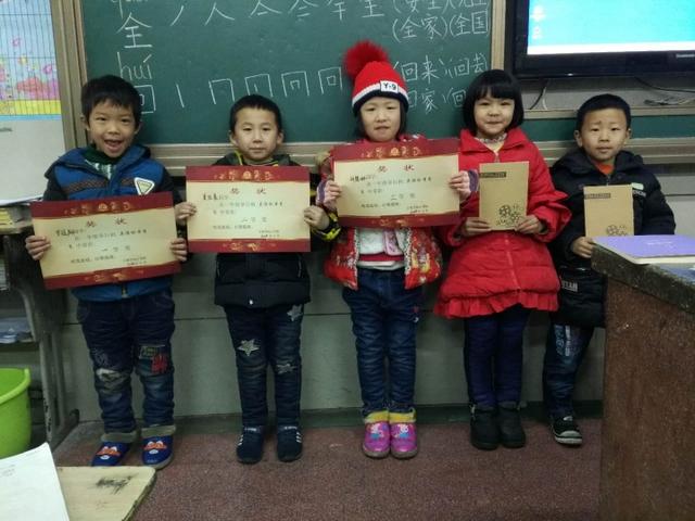 小学部一年级举行英语绘本竞赛
